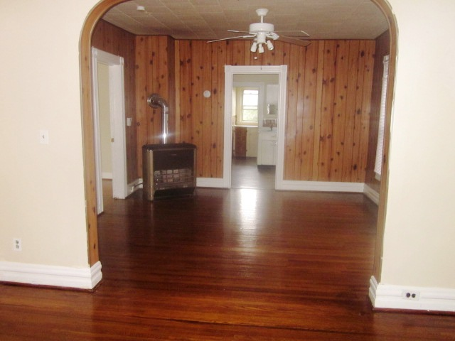 Spacious 3 Bedroom Upper.  Popular Lovejoy Neighborhood.