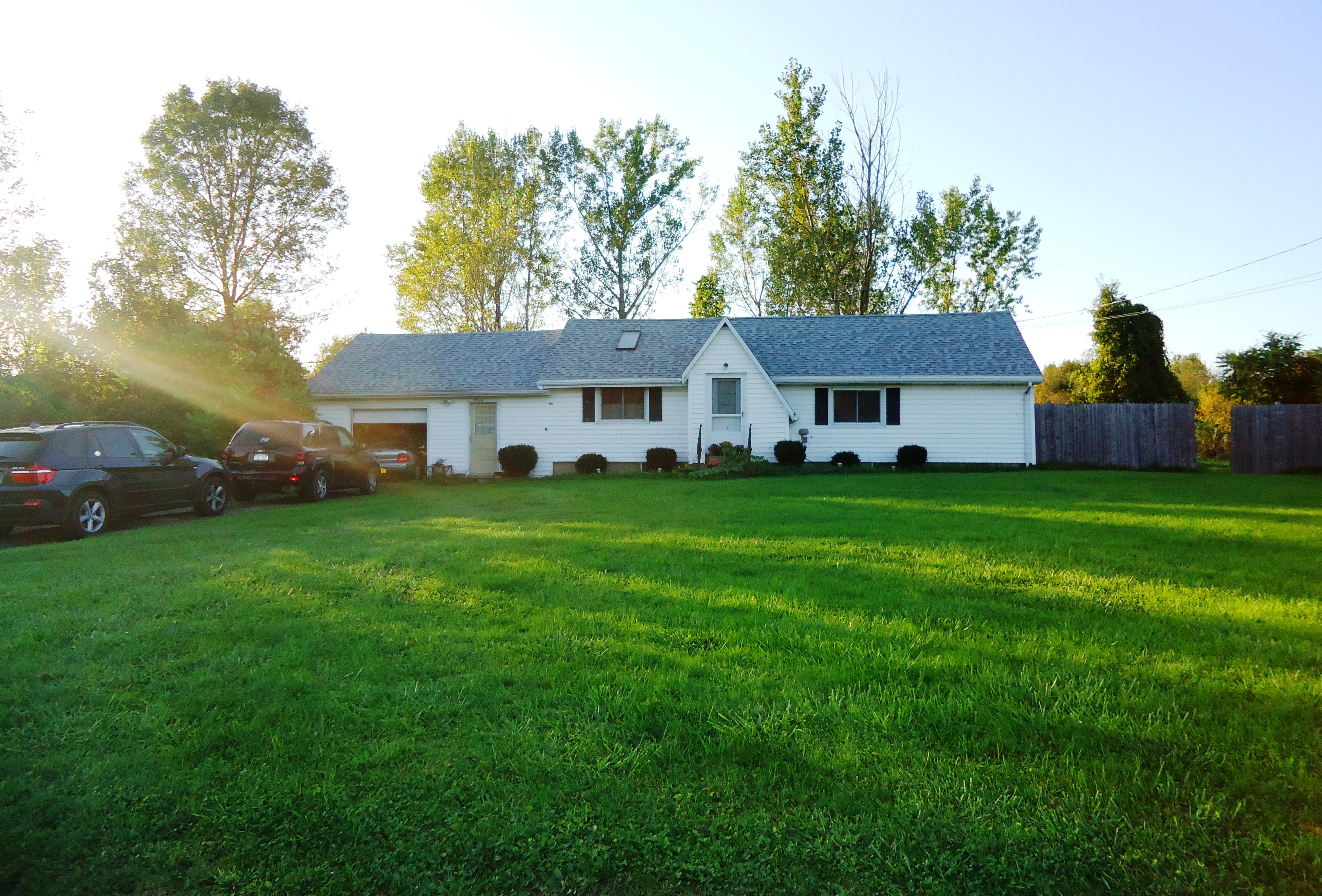 RENTAL PENDING – Southtowns:  Charming 2 Bedroom Ranch, Large Country Lot!